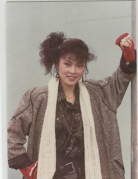 竹联帮官晶华_官晶华-她是华视力捧的新星之一 事业当红时下嫁郑少秋 隐忍 小三 骂.