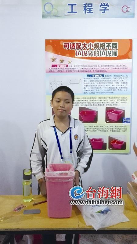 """吴基正和他发明的""""智能""""垃圾桶"""