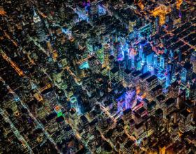 摄影师万米高空拍摄城市俯瞰图