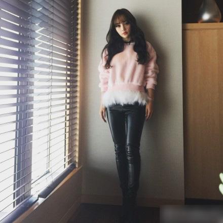 2019年10月30日,网上流出了一段李小璐与pgone同框视频,两人在视频中