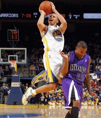 NBA新赛季斯蒂芬库里战绩分析 让 NBA 2K16 游戏总监头疼