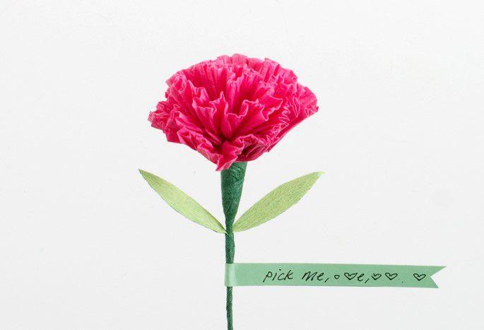 母亲节康乃馨手工纸花制作图解步骤DIY教程   母亲节的到来让康乃馨手工纸花的制作开始变得受到大家的关注和喜爱哦,实际上除过母亲节之外,教师节大家也可以玩按成康乃馨的制作哦。这里大家看到的这个纸花康乃馨的制作教程在制作上使用的材料是皱纹纸,皱纹纸在制作康乃馨时,总能够表现出非常具有吸引力的效果来,这也被看做是皱纹纸纸花制作的优势所在,相信大家在具体制作的时候能够感受到利用皱纹纸来制作康乃馨纸花的趣味性,创意手工纸花的制作教程教会我们如何为母亲节准备一个纸花康乃馨。   主要材料:   皱纹纸、纸胶带、工