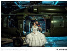 飞行员婚纱照身后的直升机亮了