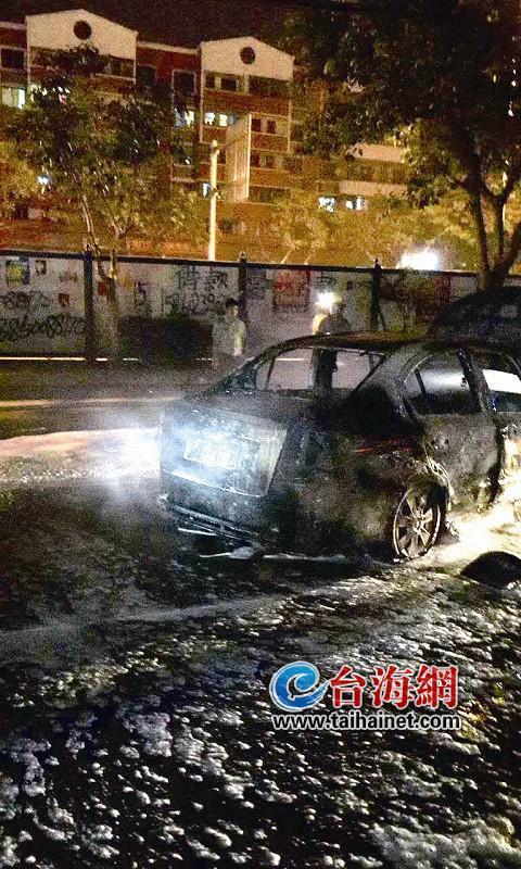 凤泉广场往安仁大道方向 车子起火烧成空架