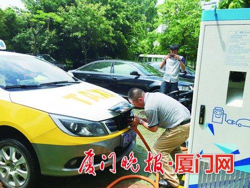>> 正文    台海网6月21日讯 据厦门晚报报道 充电桩没解决,电动汽车