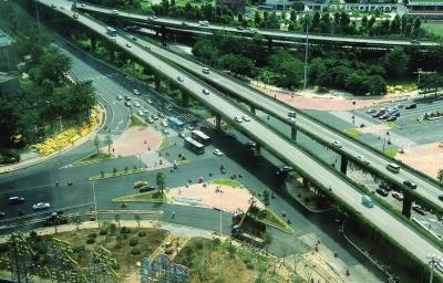 据项目现场负责人介绍,项目施工主要包括拆除环岛,闽江大道进出口