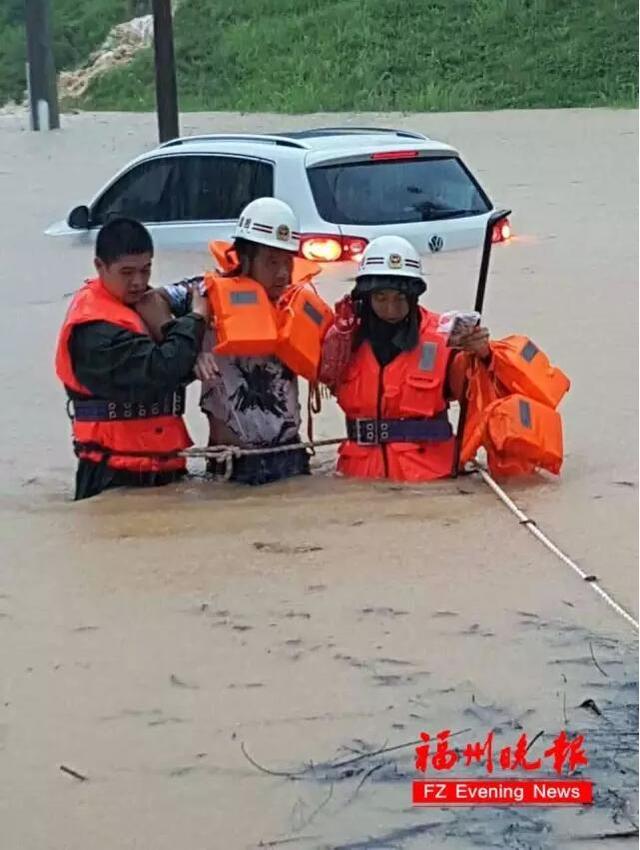 台风 尼伯特 登陆石狮 闽清一大桥发生坍塌