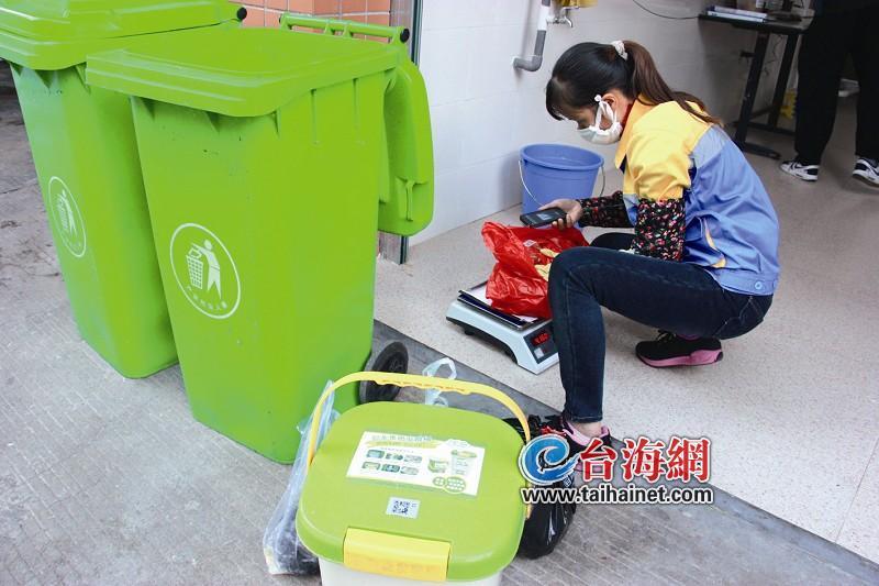 垃圾投放卡和厨余堆肥桶