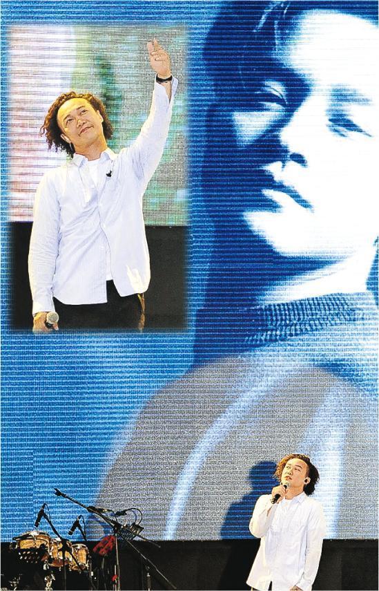 哥哥日_(图为9月12日陈奕迅参加哥哥纪念会献唱《春夏秋冬》)