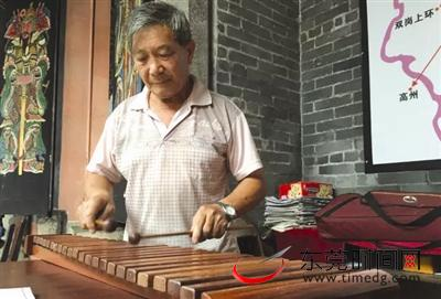 厚街老人痴迷木琴20年 不看谱能敲出50多首曲 学木琴有技巧