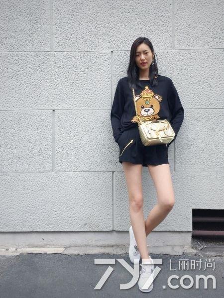 大表姐刘雯2016最新街拍 大长腿撩男指数max图片
