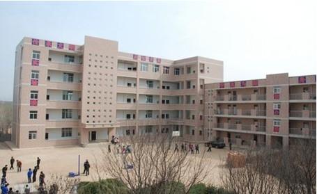 宿舍熄灯600名女生被罚站至凌晨5时 校方:室外罚站属实只有半小时