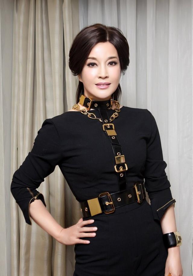 45岁瞿颖素颜比62岁刘晓庆还奶奶 至今无人敢娶(2)