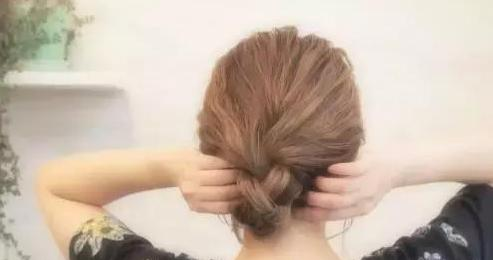 两款简单易学的发型教程
