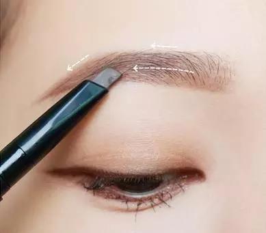 眼妆小技巧 这样化最迷人 5