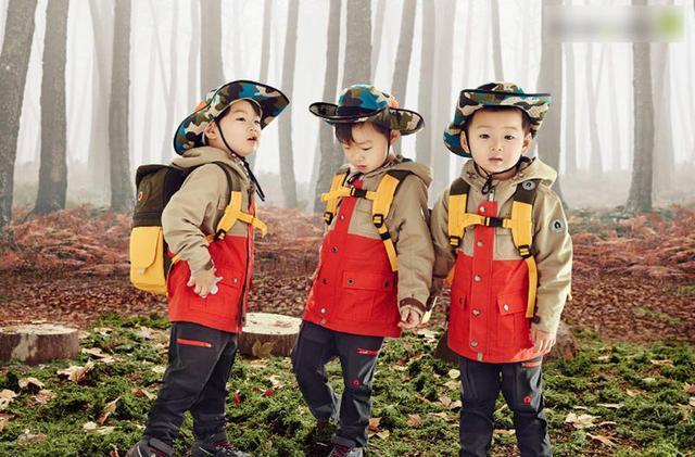 核心提示: KBS综艺《超人回来了》参演者宋一国家可爱的三胞胎---宋大韩、宋民国、宋万岁在节目中可爱呆萌的表现,受到了众多观众们的喜爱,迅速走红。当中最受欢迎的就是宋民国小朋友了,他那可爱的表情包真是人手必备微信专用版。《超人回来了》节目中,宋民国的撒娇功力可是无人能及。才3岁多的孩子,都能自己吃饭不用家长喂,反观咱们的溺爱教育,真是打脸。好在80后已经成长为父母主力军,请你们不要溺爱,教会孩子生存。