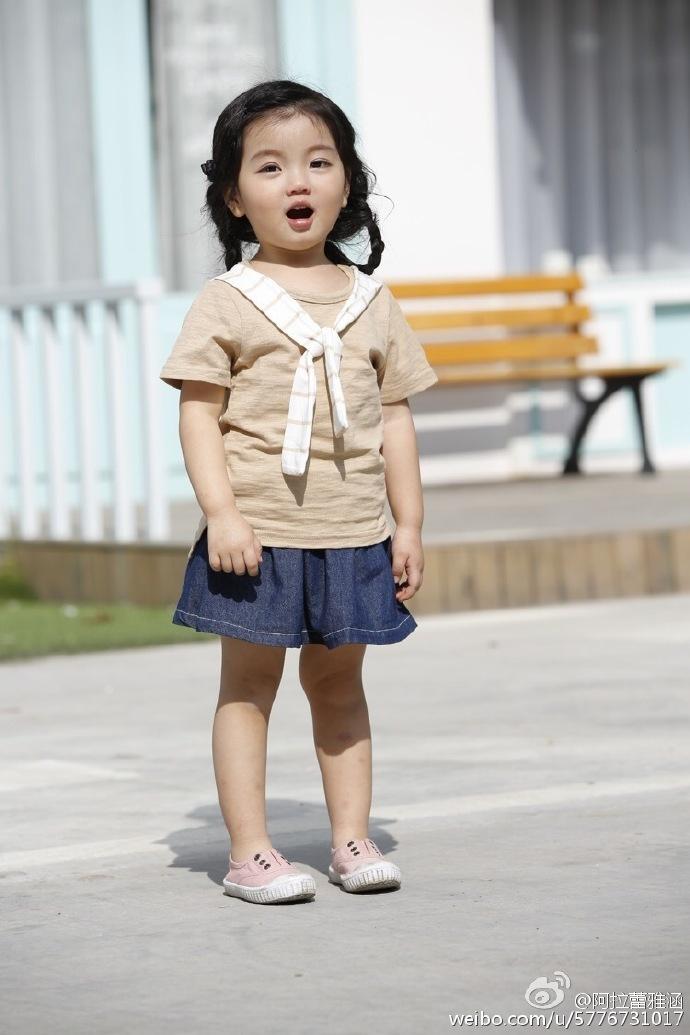 3岁小萌娃阿拉蕾走红 生活照曝光可爱懂事(组图)(35)