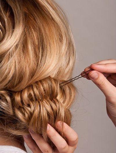 两款简单优雅的侧盘发发型步骤(4)