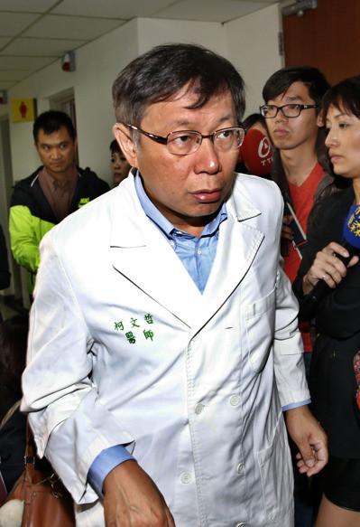 """哲,在担任台大医院创伤医学部主任时,蝉联多年""""投诉王"""".(图图片"""