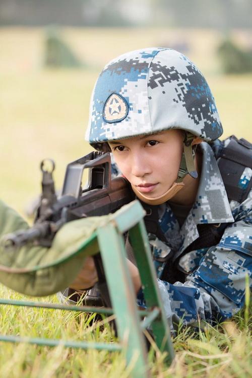 张蓝心进部队变空军男兵迷妹呼 好帅图片