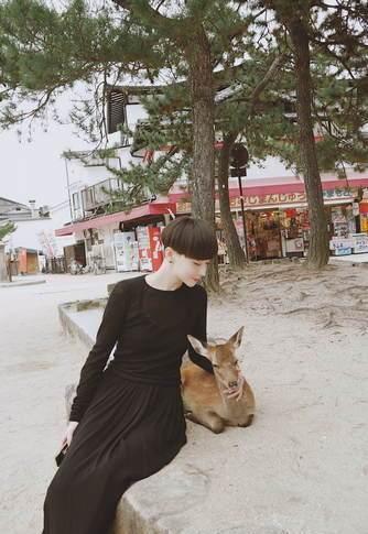 高晓松前妻倚坐海边似校服雪肌白里透红(图)_图片日本高中女生少女图片
