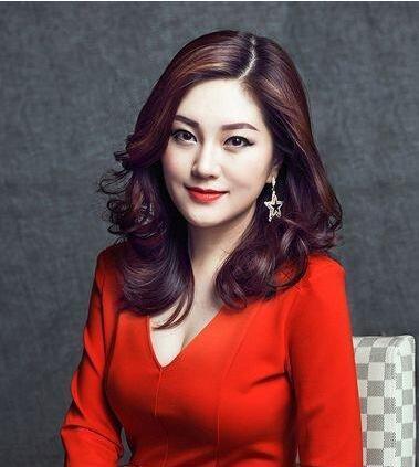 韩式40岁女人的短发造型是蛮多种类型的,不同的40岁女人的脸型设计出来的韩式短发造型是有着不同的效果存在,中老年人对自己的发型要求也是蛮高的,选择一款适合自己的年龄段的发型,会让你变的更加的有气质感,那么下面的几款发型全部是关于40岁女人的发型设计,你可以来尝试下哦!