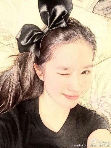 刘亦菲万圣节眨眼wink 皮肤白嫩俏皮可爱(图)