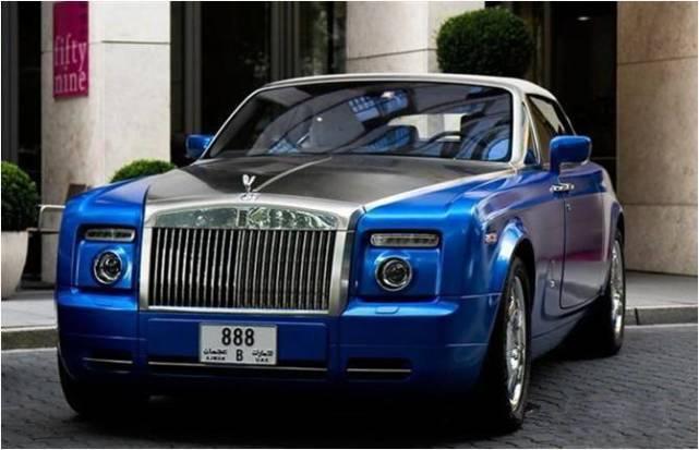 劳斯莱斯幻影:特别设计了马焦雷湖蓝搭配金属抛光引擎盖的双色车身.