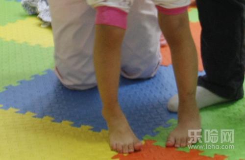 宝宝踮脚尖是怎么回事 宝宝为什么踮脚尖走路