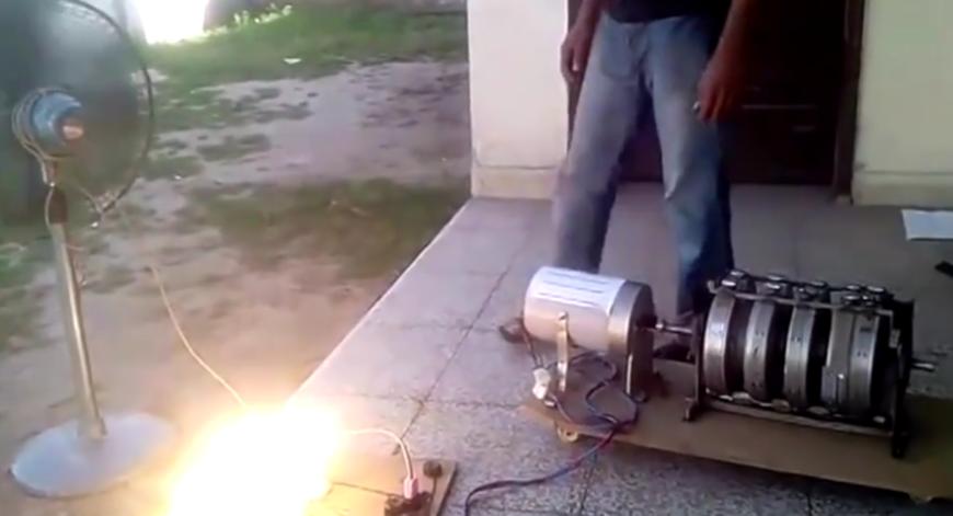 小伙研发的家用发电机 不需要燃料 发出的电量足够一家几口人使用