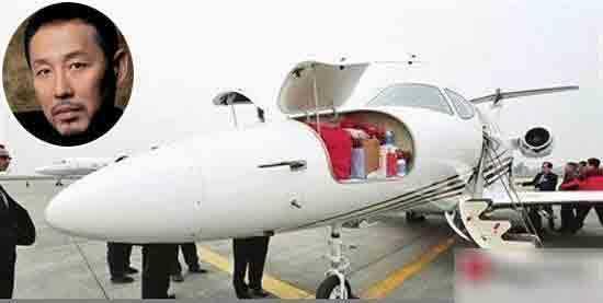 拥有私人飞机的十大明星