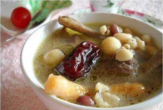 木瓜花生排骨汤怎么做好吃 木瓜花生排骨汤的功效与作用及食用方法