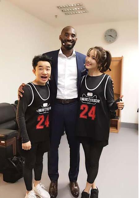 王祖蓝李亚男与科比合影 被众多的网友调侃矮富美