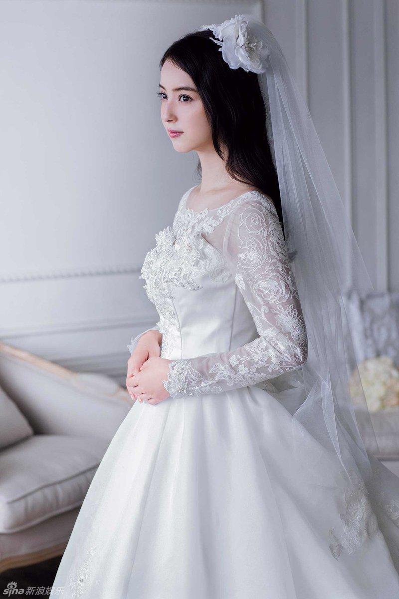 浪娱乐讯 日本女星佐佐木希一组纯美写真曝光,身穿洁白婚纱,大方图片