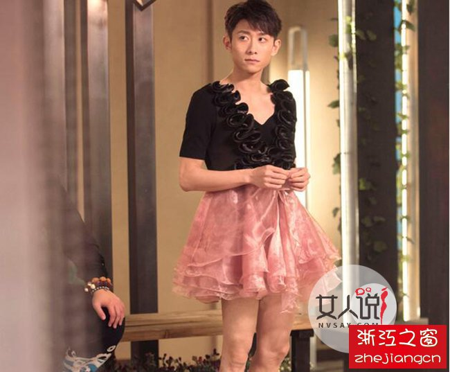张一山蓬蓬裙扮美少女  深V无胸腿毛泛滥(图)
