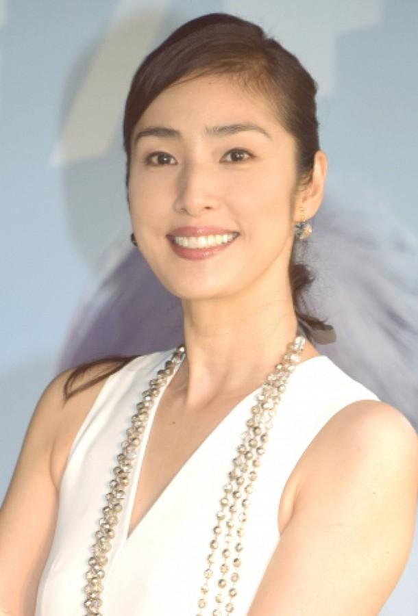 内容摘要: 日本网站ORICON日前对10至50岁年龄段女性进行投票调查,评选女性最崇拜的最佳成熟女人,女星天海祐希成为榜单冠军。   据日本媒体报道,现代女性的生存方式和价值观呈现多样化,但是女性对于不同年龄段也会设定自己的目标,日本网站ORICON日前对10至50岁年龄段女性进行投票调查,评选女性最崇拜的最佳成熟女人,女星天海祐希成为榜单冠军。   天海祐希在宝冢时代是最受欢迎的男角,离开宝冢后拍摄了很多影视作品,现在她时隔一年主演的日剧《Chef~三星营养午餐~》正在富士台热播,这是她首
