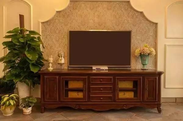 小清新背景墙遇上复古风电视柜