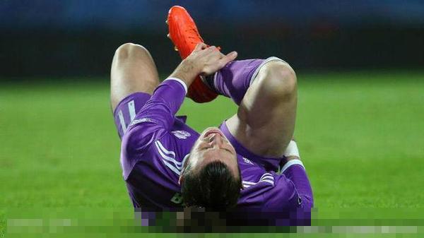皇马球星贝尔扭伤右脚脚踝!弯道超车巴萨难再现国家德比?