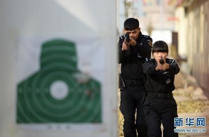 兰州90后特警女教官教男队员如何格斗打枪 曾在警务比武中夺第一