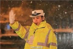 最美女交警爆红 大雪中坚守岗位 长相清纯似陈妍希 连云港最美女交警