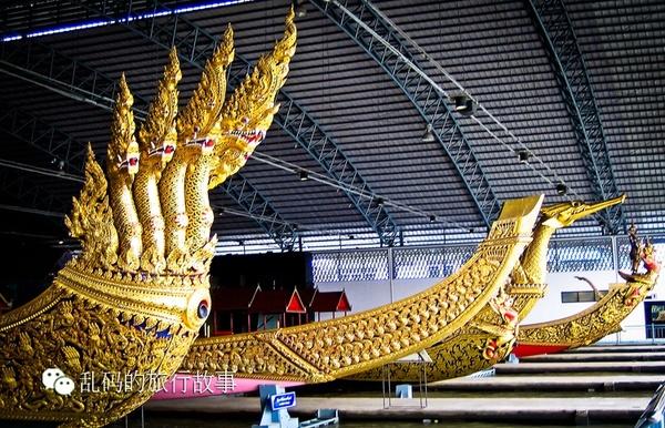 龙舟船首却全部雕刻的是印度教神话人物形象,例如圣蛇naga和大鹏金翅