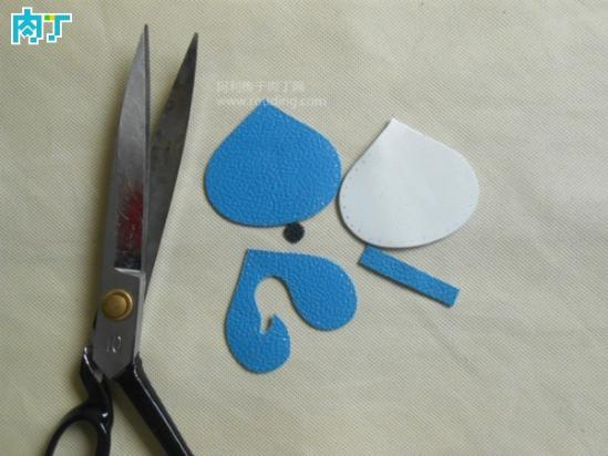 教你用皮革制作漂亮可爱的手工diy钥匙扣_明星八卦