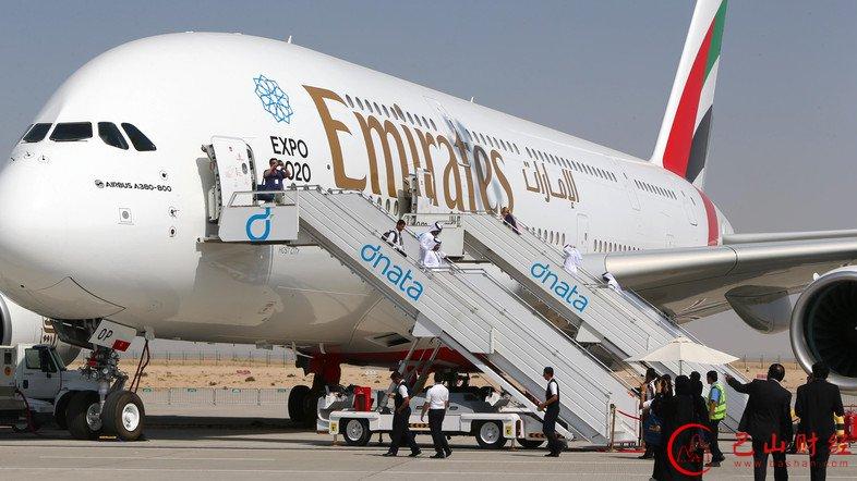 阿联酋航空飞机舱内惊现蟒蛇