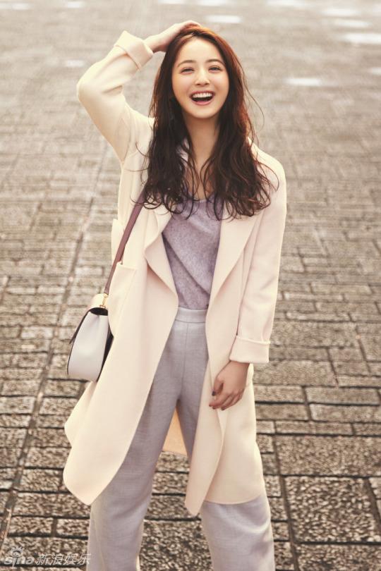 日本大片哪有_新浪娱乐讯 近日,日本宅男女神佐佐木希拍摄了一组冬日大片,她打扮