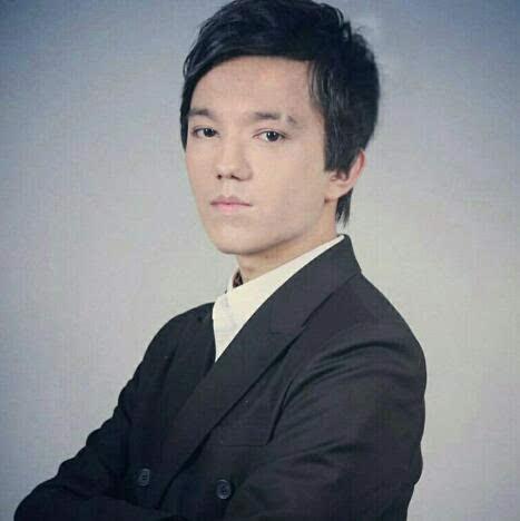 994年出生,哈萨克斯坦男歌手,今年23岁.迪玛希诞生于音乐世家,图片