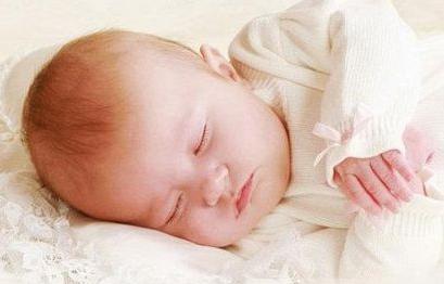家长担心婴儿着凉层层包裹婴儿缺氧 家长应提高警惕(3