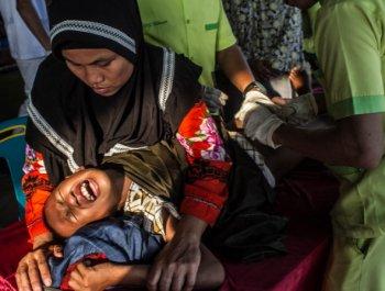 印尼600男孩参加集体割礼 表情扭曲痛不欲生