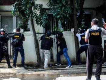 印尼警方与袭击者交火 万隆政府大楼或发生爆炸
