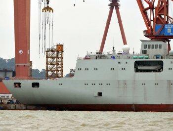 航母补给舰二号舰建造进展顺利 涂防锈底漆