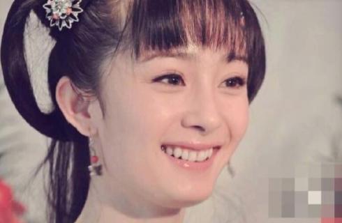>> 正文        新浪娱乐讯 近日,杨幂一组古装旧照在微博上曝光,可爱